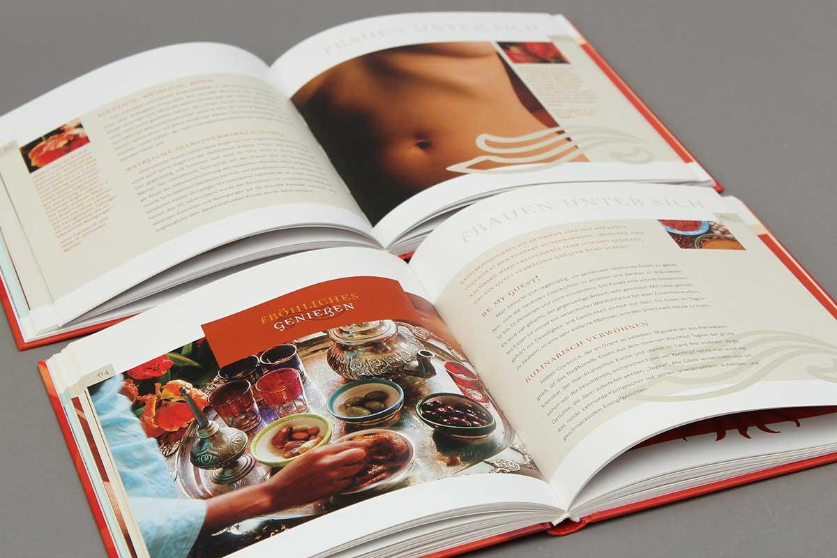 """Das Buch """"Honigmilch und Rosenöl"""" von Andrea Schneider aus der Reihe {e}motion.Doppelseite."""