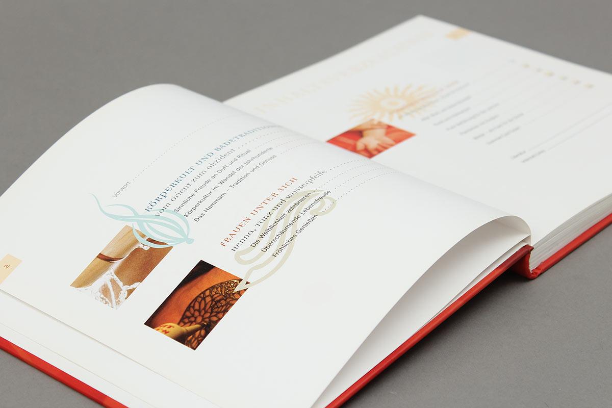 """Das Buch """"Honigmilch und Rosenöl"""" von Andrea Schneider aus der Reihe {e}motion. Inhaltsverzeichnis."""