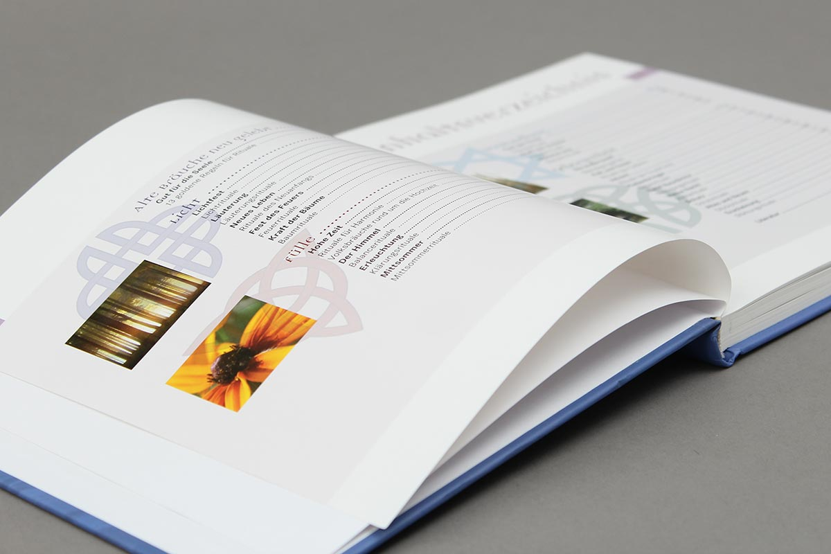Alte Bräuche neu gelebt von Isabella Hofmann-Mähr aus der Reihe {e}motion. Innen-Seiten