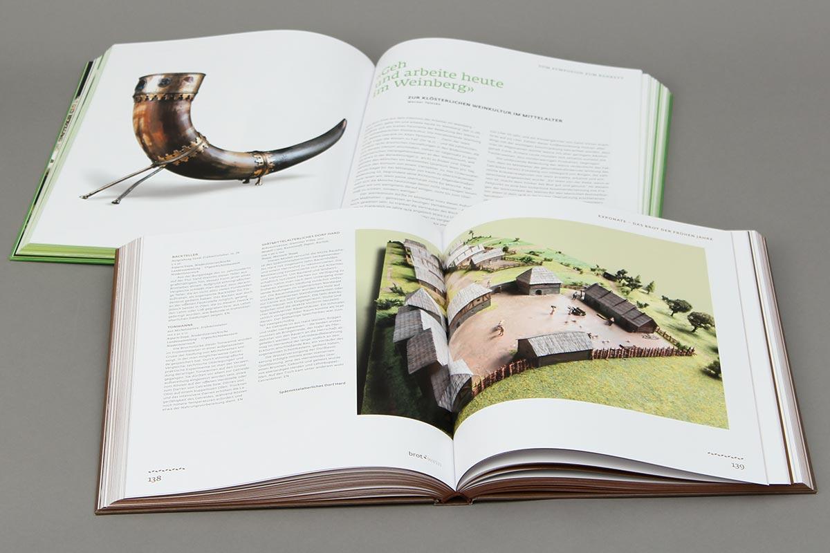 """Ausstellungskatalog """"Brot & Wein"""", Niederösterreichische Landesausstellung 2013, Innen Doppelseite"""