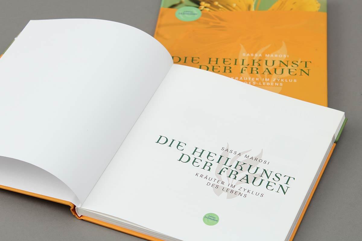 Die Heilkunst der Frauen von Sasse Marois aus der Reihe {e}motion. Schmutztitel.